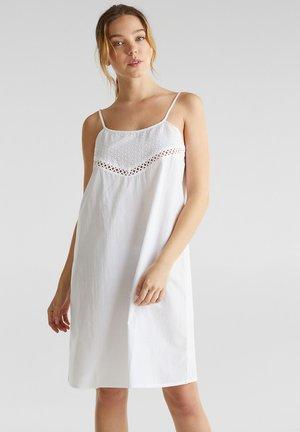 STRAND-KLEID MIT LOCHSTICKEREI, 100% BAUMWOLLE - Nightie - white