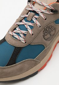 Timberland - FIELD TREKKER  - Sneakersy niskie - mid grey - 5