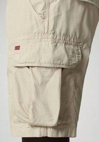 Napapijri - NOTO - Shorts - natural beige - 4