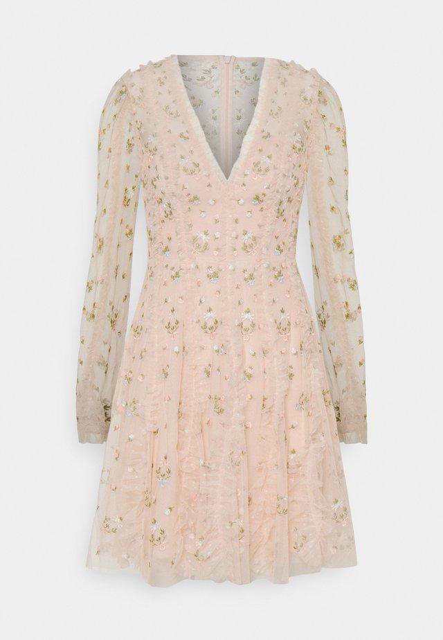 FRIEDA DISTY LONG SLEEVE MINI DRESS - Vestido de cóctel - strawberry icing