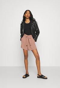 ONLY - ONLLAVENDER PAPERBAG - Shorts - burlwood - 1