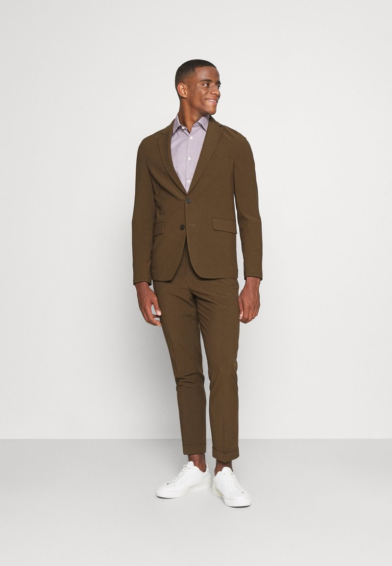 Isaac Dewhirst - THE RELAXED SUIT  - Suit - brown