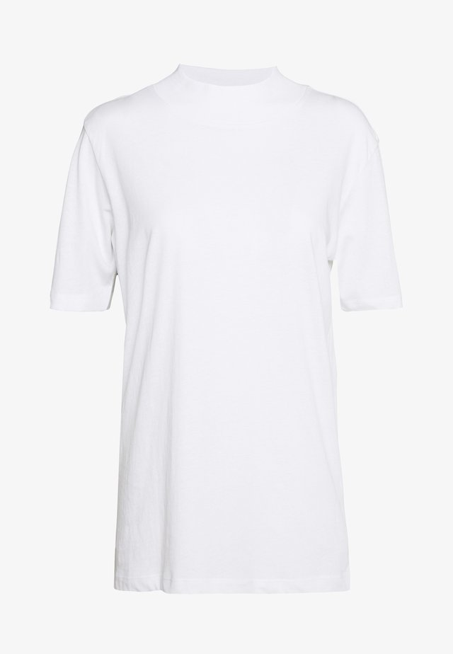 WITH WIDE COLLAR - Basic T-shirt - white