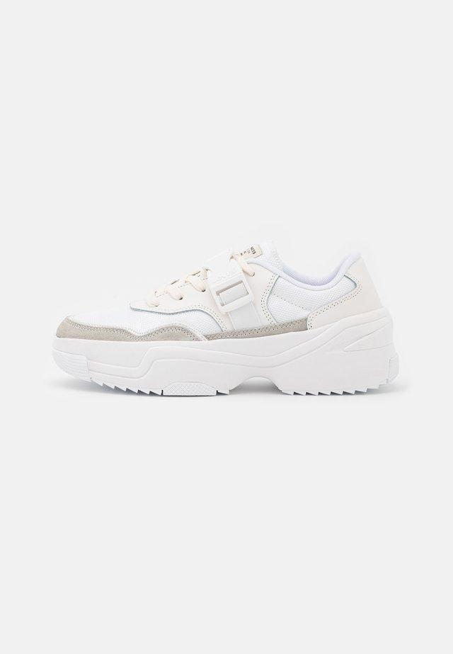 MERRIAMS - Sneakersy niskie - regular white