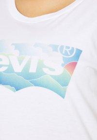 Levi's® Plus - PERFECT TEE - Triko spotiskem - clouds white - 5