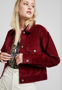 Abercrombie & Fitch - TRUCKER JACKET - Chaqueta fina - red - 3