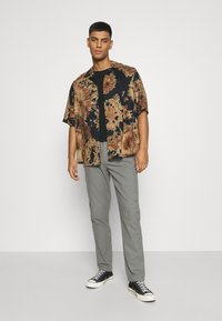 Only & Sons - ONSDION TIE DYE POPLIN - Shirt - incense - 5