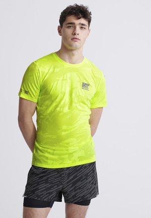 SUPERDRY TRAINING BREATHABLE CAMO T-SHIRT - Printtipaita - luminous yellow