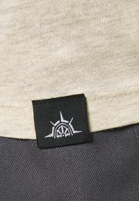 Newport Bay Sailing Club - CORE 3 PACK - T-shirt - bas - ecru/ashley blue/white - 7