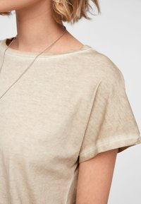 QS by s.Oliver - Basic T-shirt - beige - 3