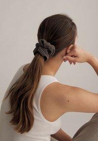 OYSHO - Hair Styling Accessory - grey - 1