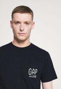 GAP - Print T-shirt - new navy - 3