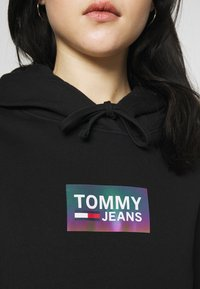 Tommy Jeans - GRADIENT LOGO HOODIE - Felpa con cappuccio - black - 5