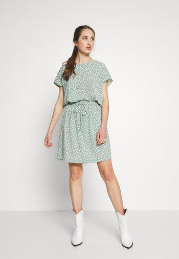 ONLMARIANA MYRINA DRESS - Vestido informal - chinois green