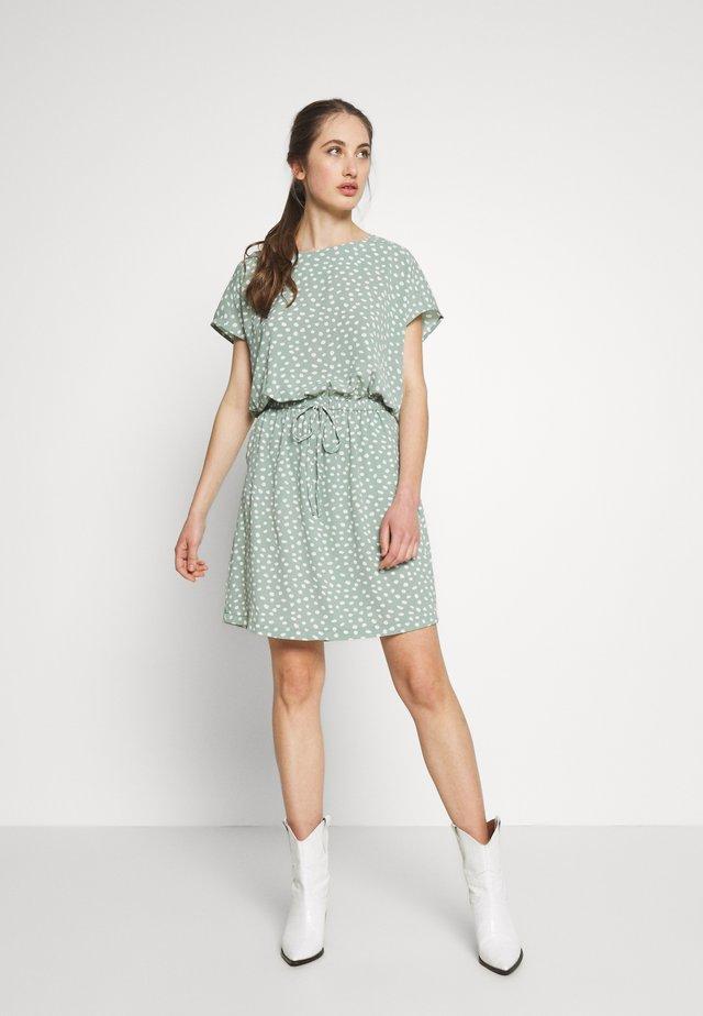 ONLMARIANA MYRINA DRESS - Sukienka letnia - chinois green