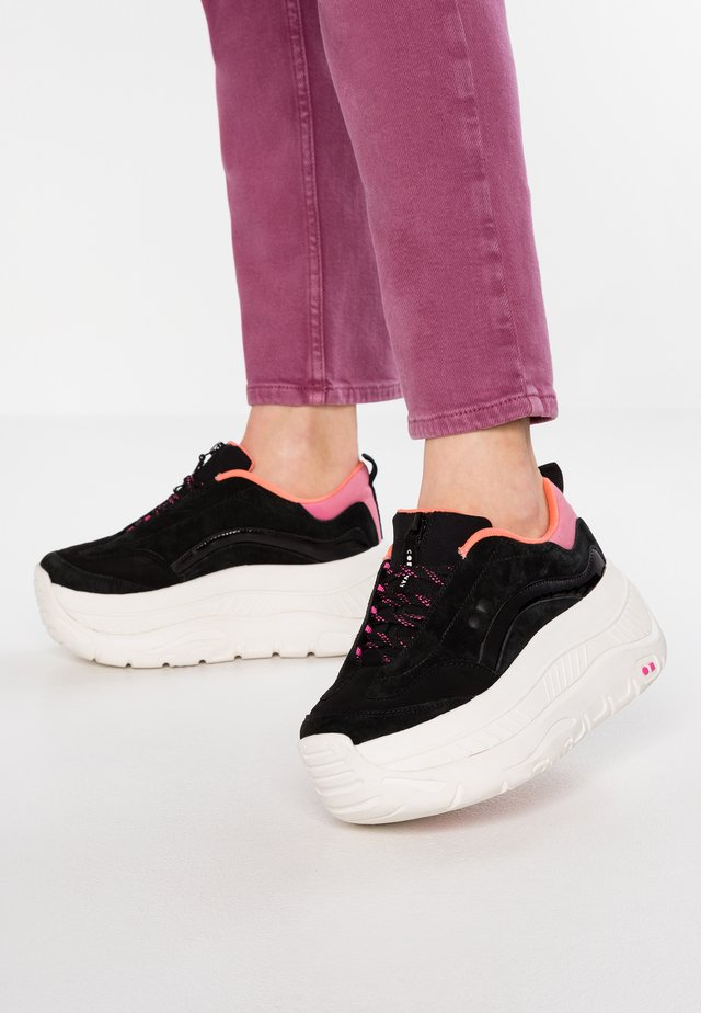 CLUSTER - Trainers - black