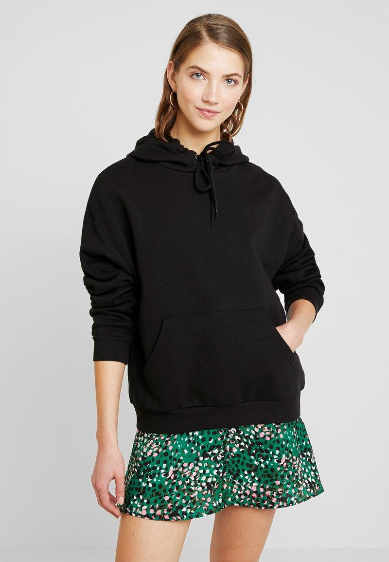 Monki - ODA URGENT - Jersey con capucha -  black