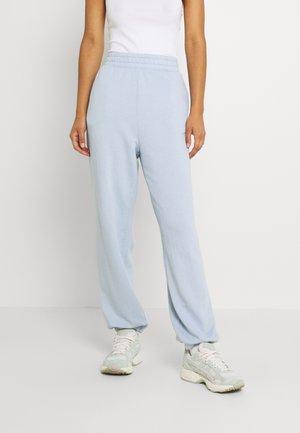 BOYFRIEND - Pantalones deportivos - light blue