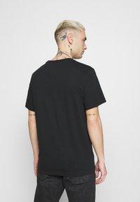 Nike Sportswear - TEE MANGA HYPEMAN - T-shirt med print - black - 2