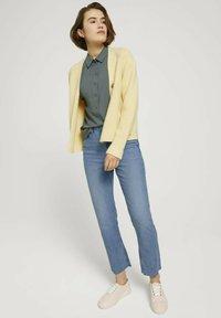 TOM TAILOR DENIM - Button-down blouse - dusty pine green - 1