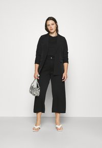 Noisy May Curve - NMAMANDA WIDE ANKLE - Džíny Relaxed Fit - black - 1