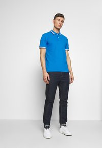 TOM TAILOR - WORDING TIPPING - Polo - electric teal blue - 1