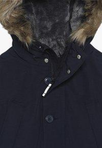 GAP - BOY WARMEST PARKA - Kabát zprachového peří - tapestry navy - 3