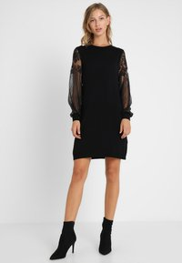 ONLY - ONLVIKTORIA DRESS - Vestido de punto - black - 2