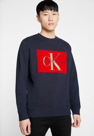 FLOCK MONOGRAM BOX CREW NECK - Sweatshirt - blue