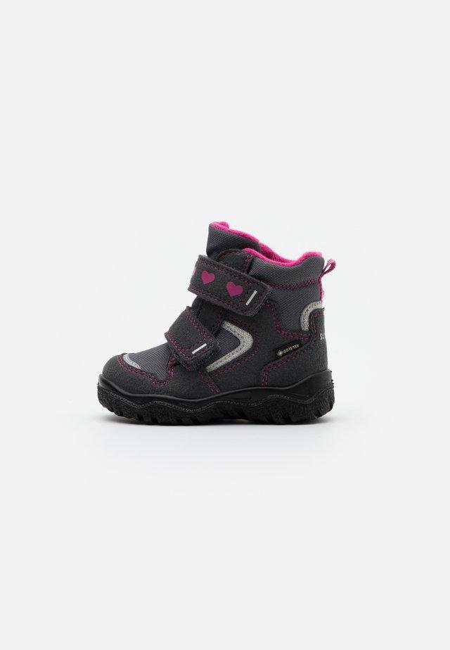 HUSKY - Zimní obuv - grau/rosa