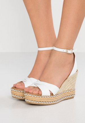 AMELIA - Sandały na obcasie - white