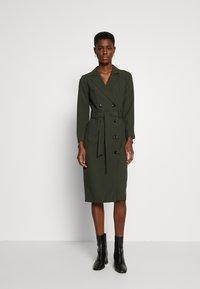 Dorothy Perkins Tall - LONG SLEEVE TRENCH DRESS - Robe d'été - khaki - 1