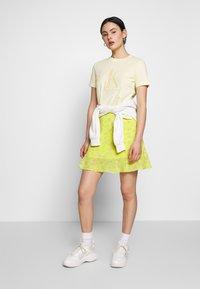 Calvin Klein Jeans - FLARE SKIRT - A-line skjørt - yellow grungy halftone grey floral - 1