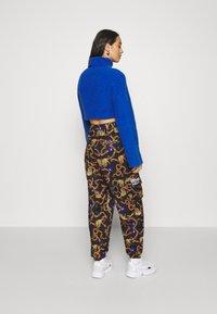 adidas Originals - GRAPHICS SPORTS INSPIRED LOOSE PANTS - Pantalon classique - multicolor - 2