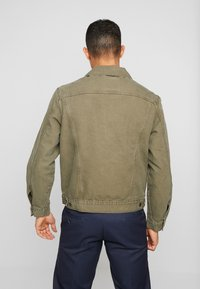 Levi's® - IRONIC ICONIC TRUCKER - Giacca leggera - olive night