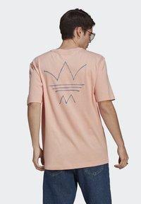 adidas Originals - ABSTRACT TEE UNISEX - Print T-shirt - dust pink - 2
