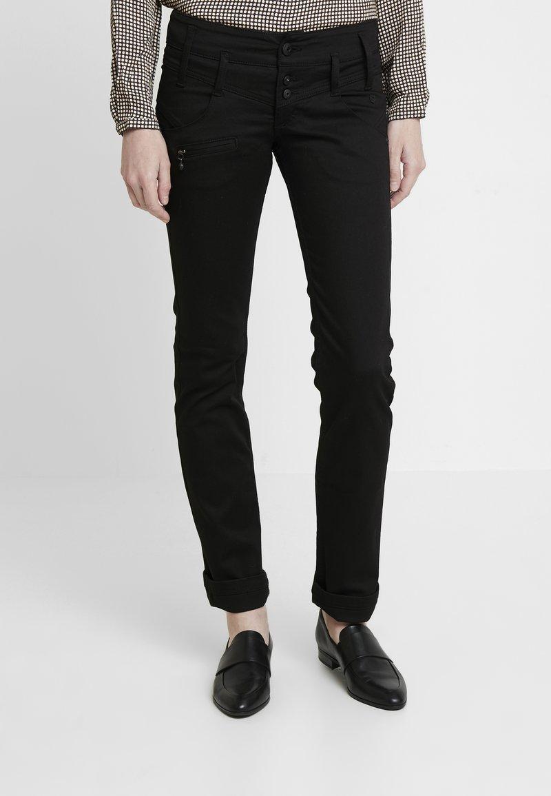 Freeman T. Porter - AMELIE - Jeans slim fit - stay dark