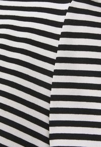 Vero Moda Tall - VMKATE - Print T-shirt - black/white - 2