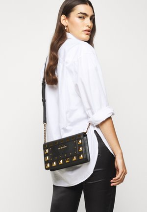 SQUARE STUDS - Across body bag - black
