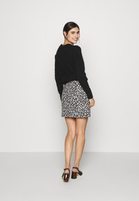 Dorothy Perkins - MONO ANIMAL TEXTURED SKIRT - A-line skirt - black - 2
