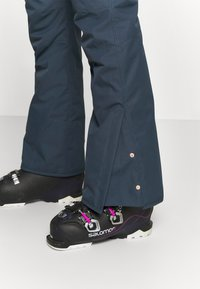 Brunotti - SUNLEAF WOMEN SNOWPANTS - Ski- & snowboardbukser - space blue - 3