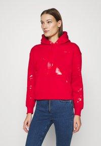 Calvin Klein Jeans - ECO HOODIE - Huppari - red - 0