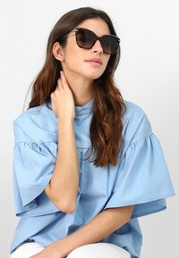 Calvin Klein - Sluneční brýle - tortoise - 1