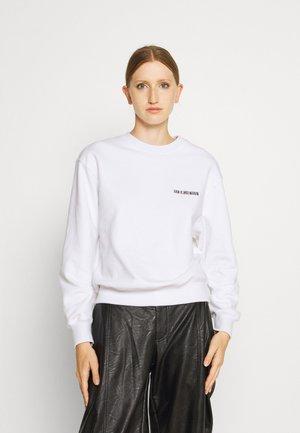 BULKY CREW - Sweatshirt - white