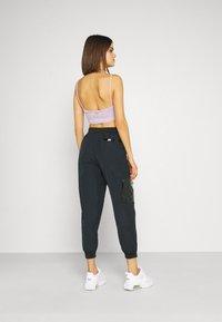 Nike Sportswear - Pantalones deportivos - black/dark smoke grey - 2