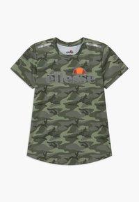 Ellesse - SANDON PERFORMANCE TEE - T-shirt imprimé - khaki - 0