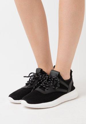 WIDE FIT KALA - Zapatillas - black