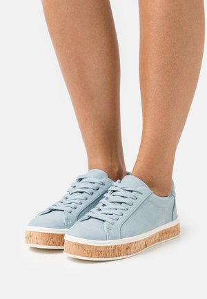 Trainers - pastel blue