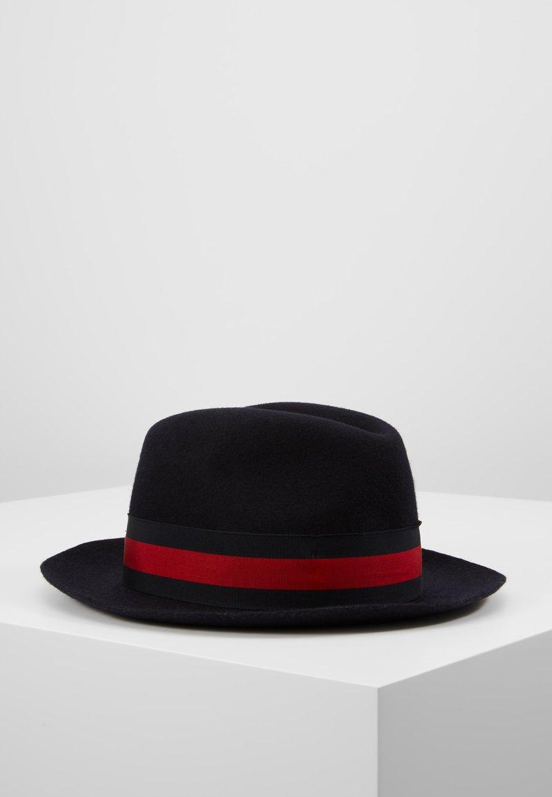 Menil - PADUA - Hat - ribbon navy/red