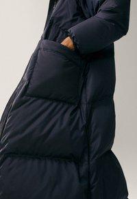 Massimo Dutti - MIT STEPPNÄHTEN  - Winter coat - dark blue - 6